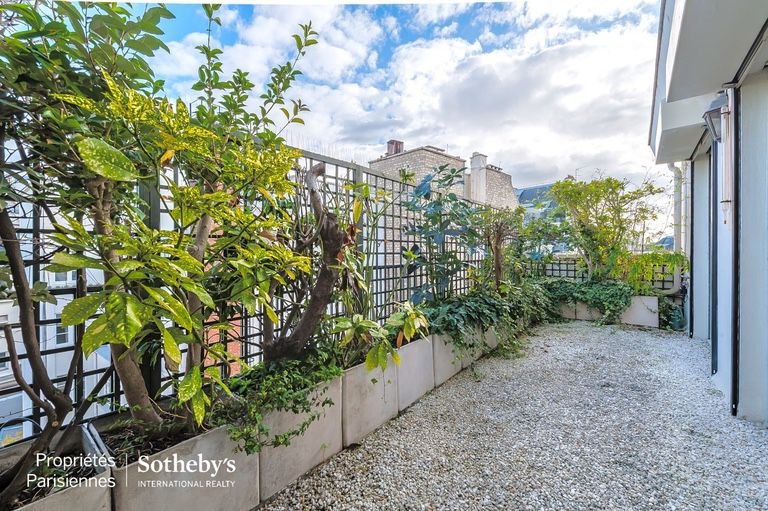 AVENUE MONTAIGNE - 65 SQM. - AVENUE MONTAIGNE - 65 SQM.